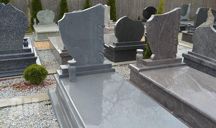 гранитные памятники на кладбище цена