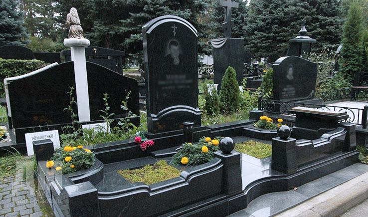 Мемориальный одиночный комплекс из двух видов гранитов Грязи Эконом памятник горизонтальный Волна Задонск